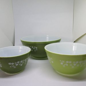 1980's Green Floral Pyrex set of 3 Mixing Bowls 2 shades of green Spring Daisies