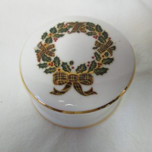 Beautiful Covered Trinket Jewelry Box Fine bone china Royal Daulton Christmas Wreath fine quality