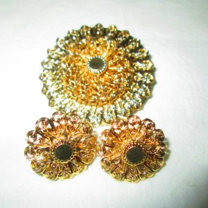 Beautiful Gold Filigree Clip Earrings and Matching Brooch Gold tone Detailed and Delicate