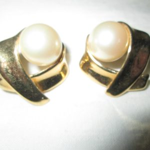 Beautiful Gold tone earrings Pierced Marvella Golg X pattern with Large Faux Pearls