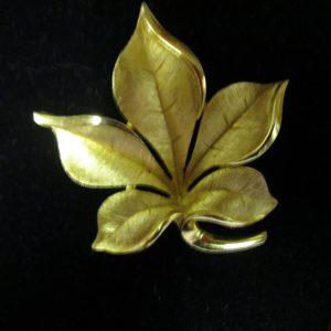 Beautiful Trifari Leaf shape Brooch Pin Gold tone Pin Stunning