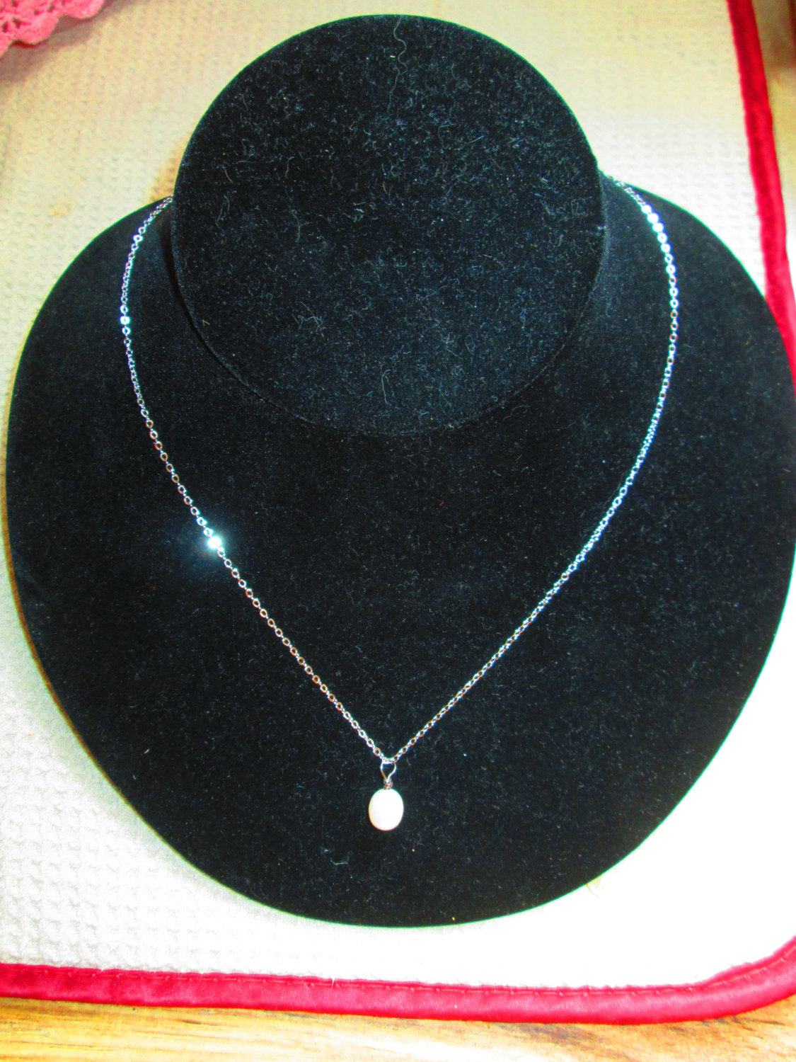 Beautiful Vintage Cultured pearl on silver tone chain
