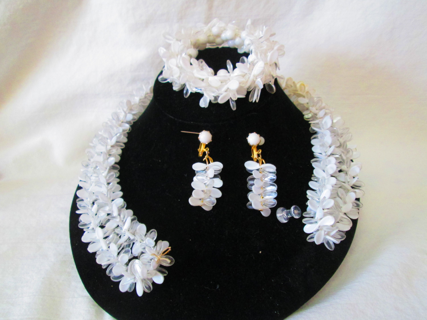 Fantastic 1950u0027s White and clear Jewelry Set Bracelet Necklace and clip earrings Wow Vintage Costume Jewelry & Fantastic 1950u0027s White and clear Jewelry Set Bracelet Necklace and ...