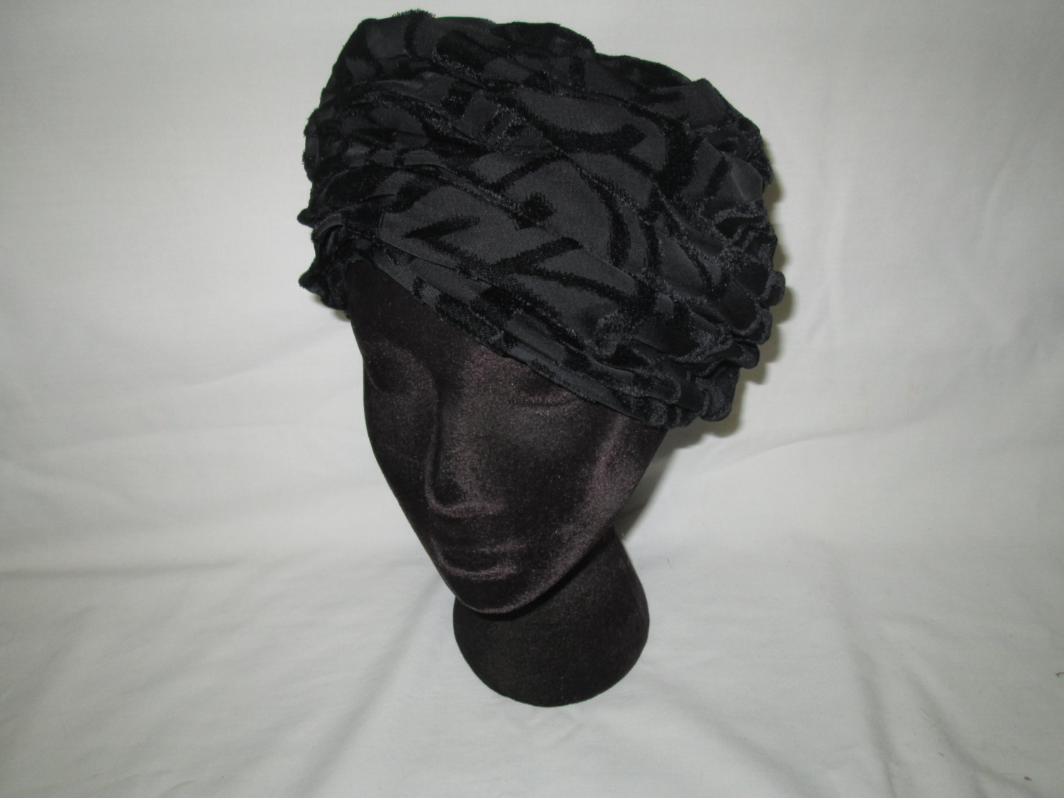 38c5eb22c40 ... with Black Velvet. Vintage 1940 s Layered Sheer Fabric Pillbox Hat  Women s Accessory Dajon New York Original Gross Grained Lined
