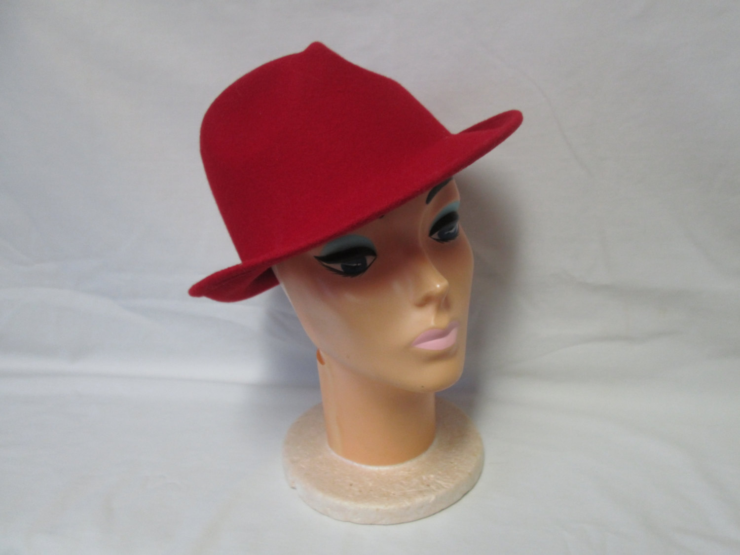 055bae873 Vintage 1940's Red 100% wool Fedora Hat Women's Size 22 USA Collectible  display tv movie prop kentucky derby