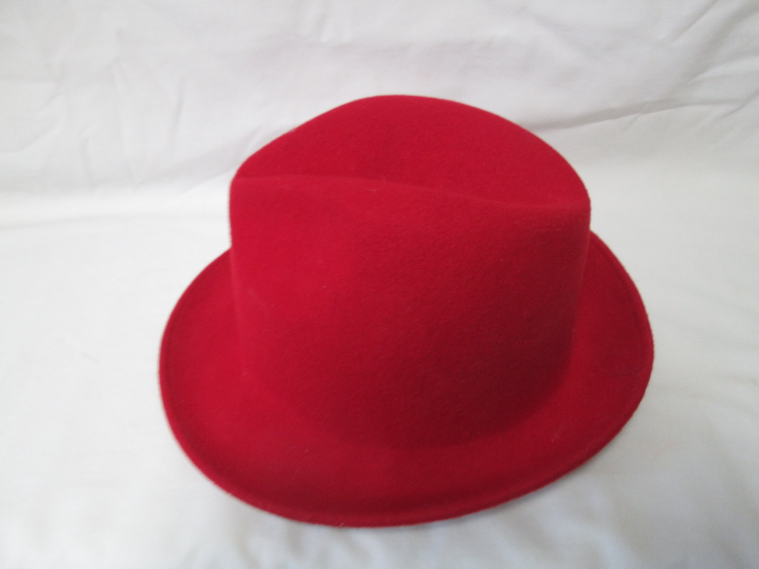 b25285c946fed Vintage 1940 s Red 100% wool Fedora Hat Women s Size 22 USA Collectible  display tv movie