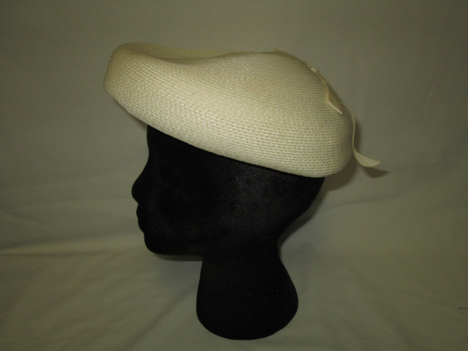 Vintage 1940 s Valerie modes Original Pillbox style hat size Large 23 Ivory Straw  hat Summer hat 07f223262b4