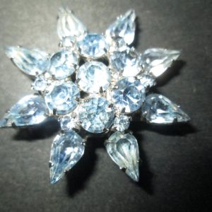 Vintage Beautiful Rhodium Plated Weiss Baby Blue Brooch Rhinestones signed Jewelry WOW Piece