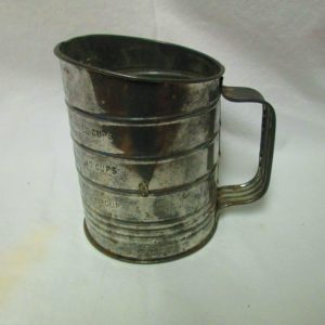 Vintage Bromwell's flour sifter tin with black wooden handle 3 cups