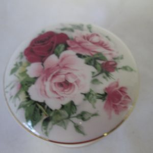 Vintage Fine bone china England Rose Floral Lidded trinket box trimmed in gold Rings jewelry pins trinket buttons