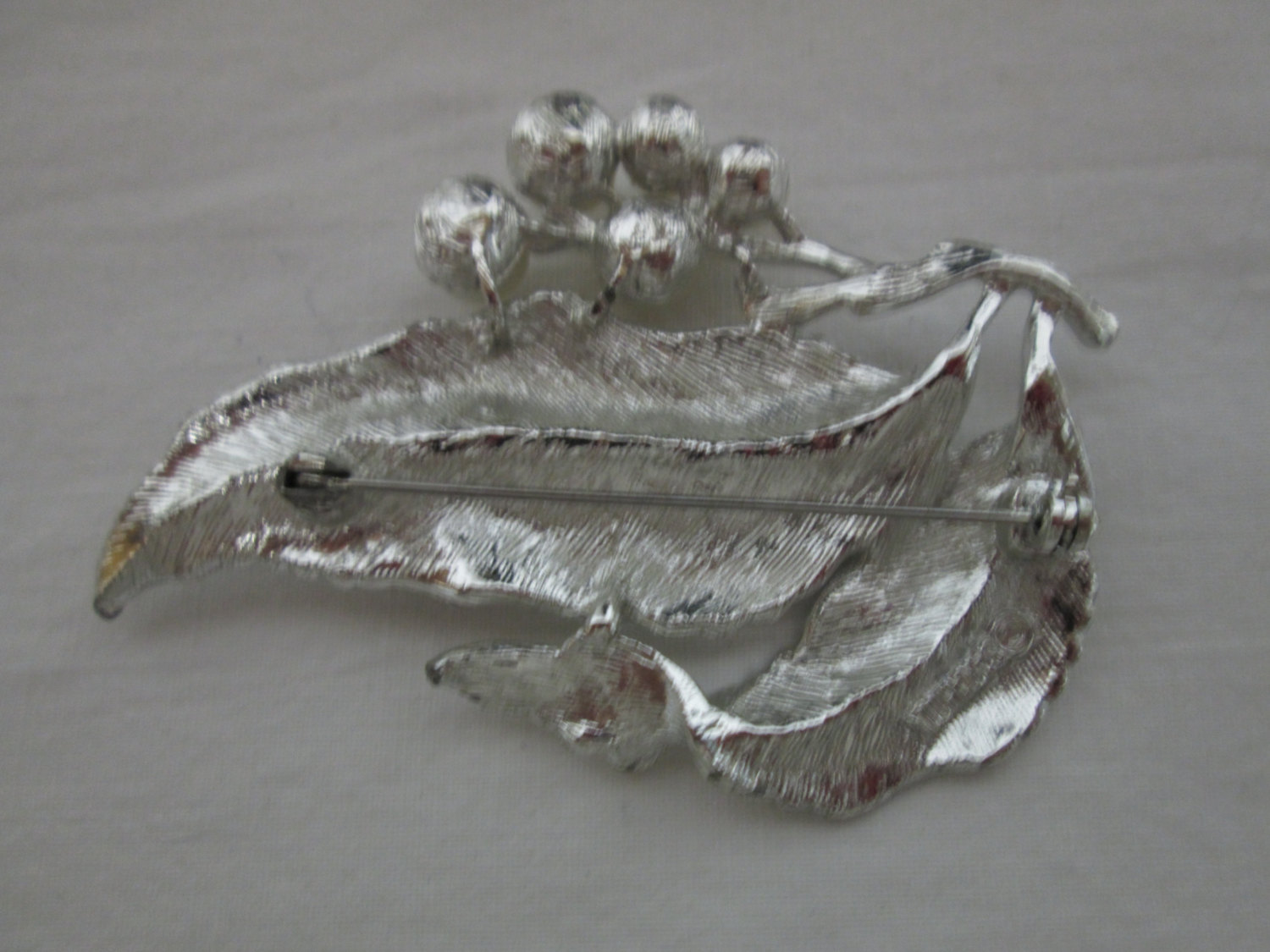 Vintage Large Silver Tone Sarah Coventry Leaf with Pearls Brooch Pin Silver  Splendor signed Sarah Coventry