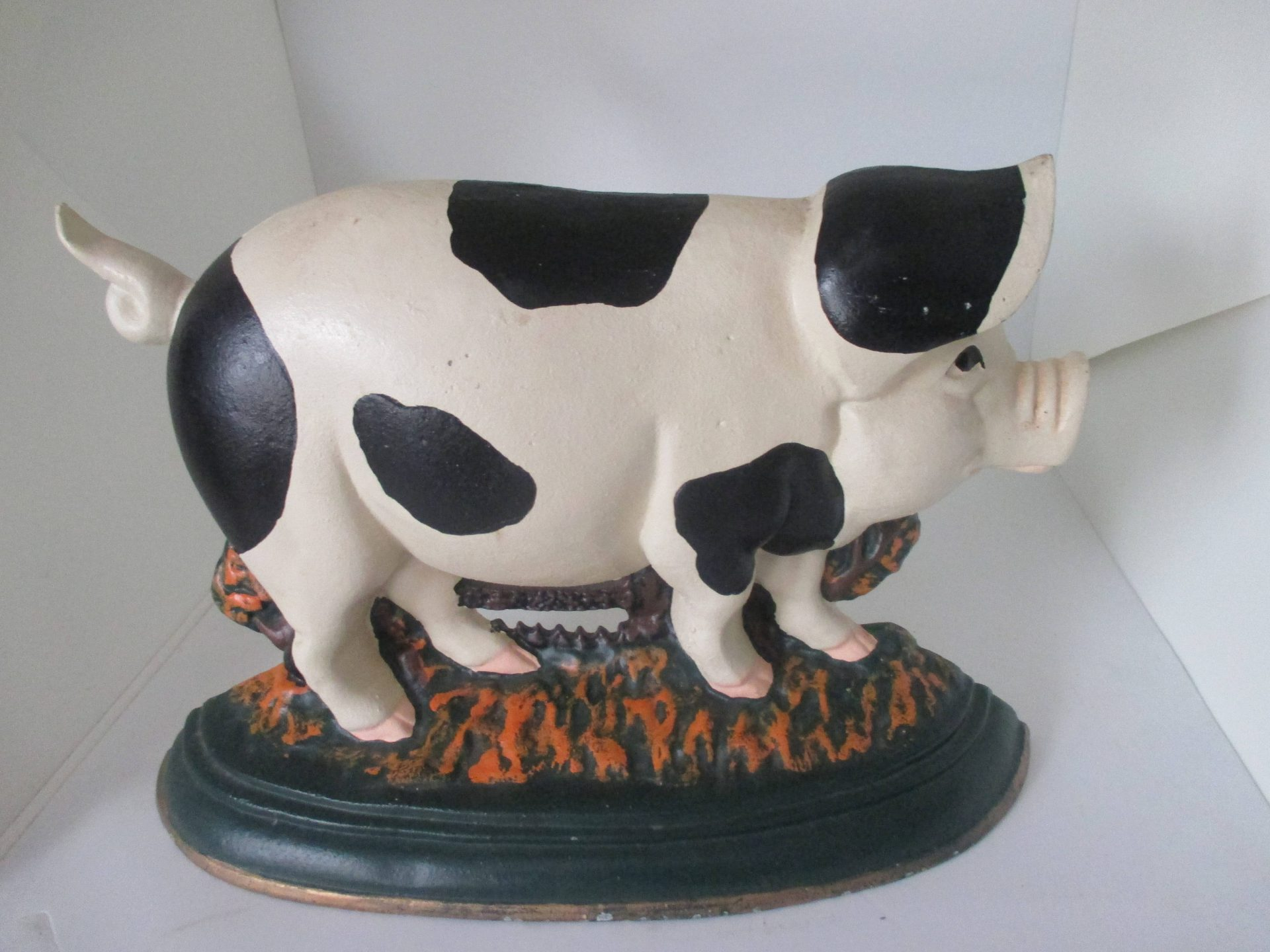 Vintage Perfect Farmhouse Retro Kitchen Doorstop Black And White Pig Cast Iron Great Condition Very Clean