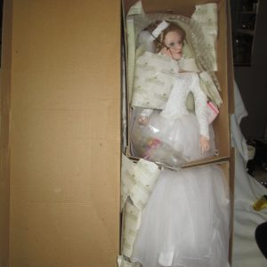Beautiful Ashton Drake Spring Promise Bridal Wedding Doll In Box with COA Retired 2000 Porcelain Doll MINT