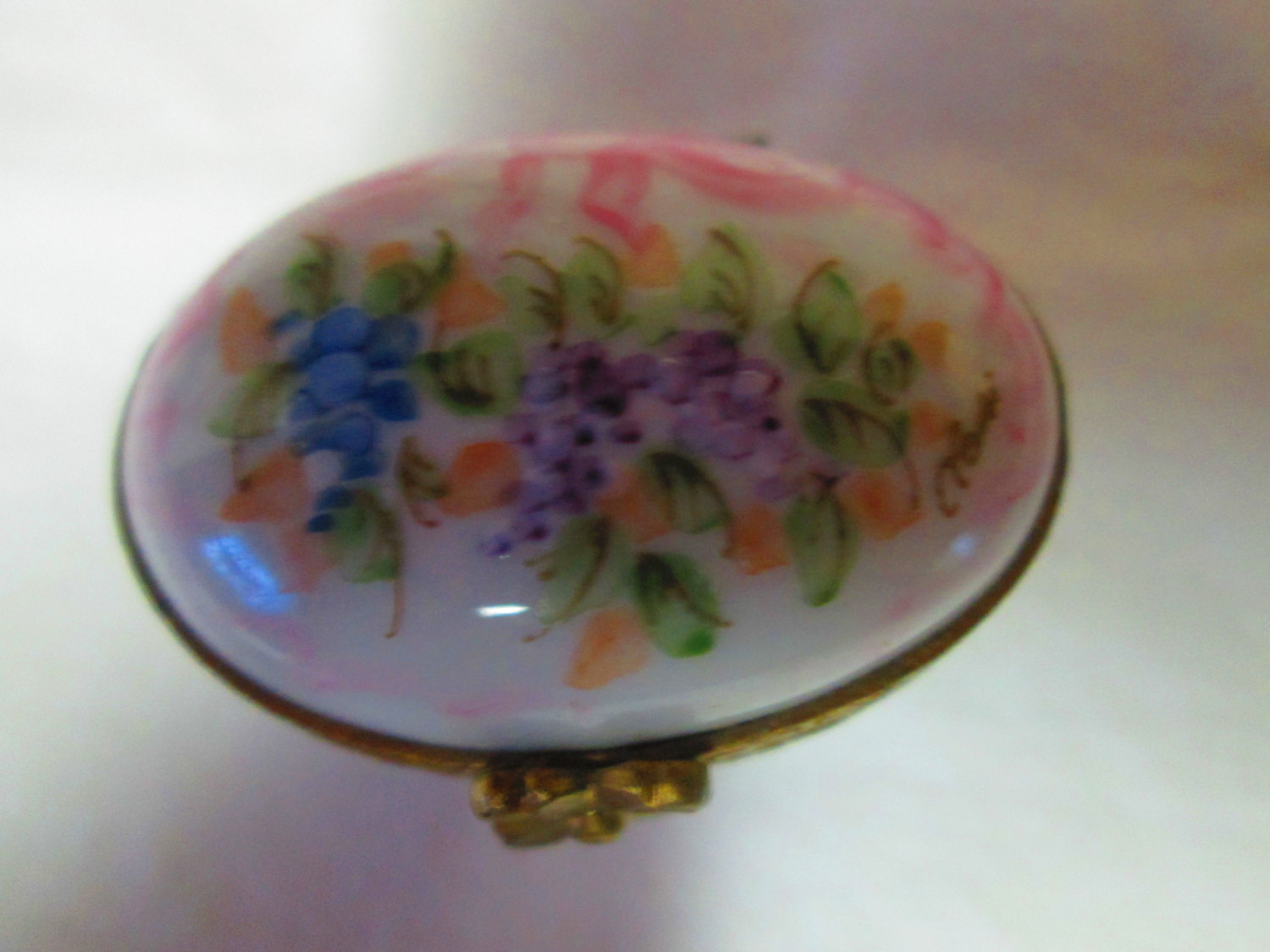 Beautiful Limoges Porcelain Trinket Box Beautiful Coloring and Floral  Pattern Hinged