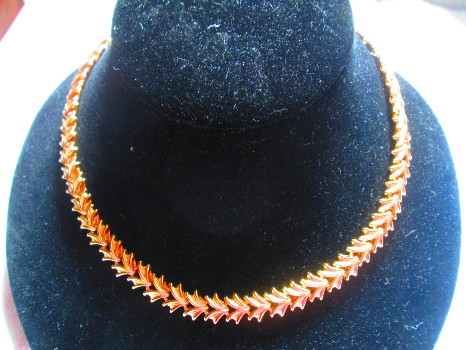 """Beautiful Napier Gold tone Necklace Leaf type pattern Really nice Quality 18"""""""