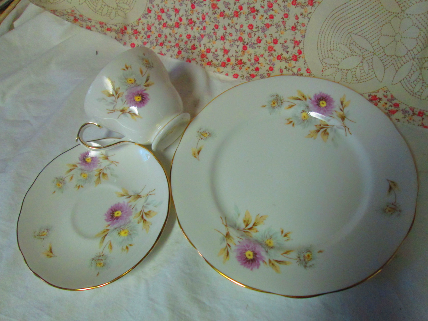 Beautiful Tea Cup and Saucer Beautiful Vintage Duchess England Fine Bone  China Tea Cup and Sauce with Dessert plate 3 piece set