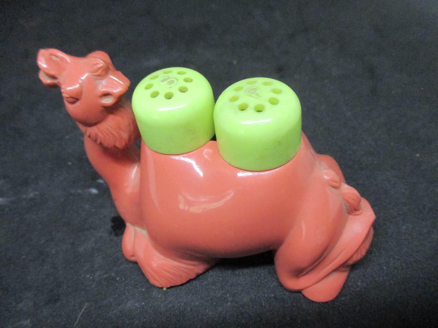 Camel Removable Humps hard Plastic Salt & Pepper Shakers decor collectible display tableware dinning kitchen cottage 1950's