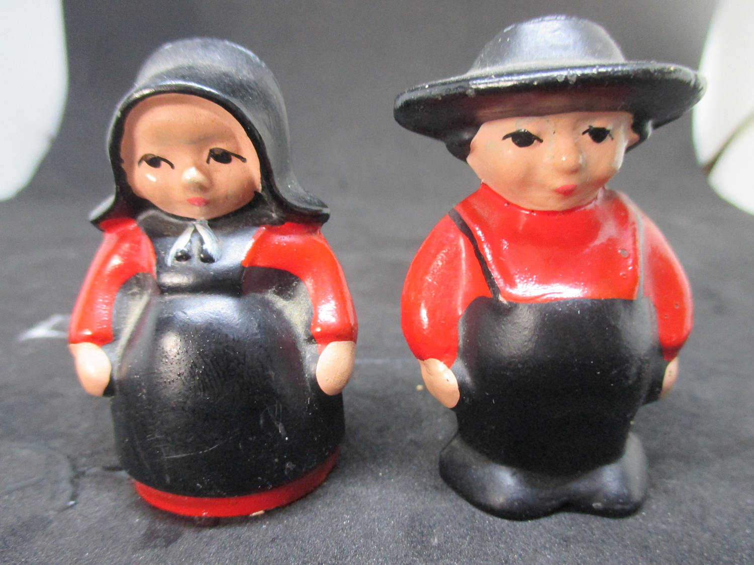Cast Iron Amish Man and Woman Salt & Pepper Shakers decor ...