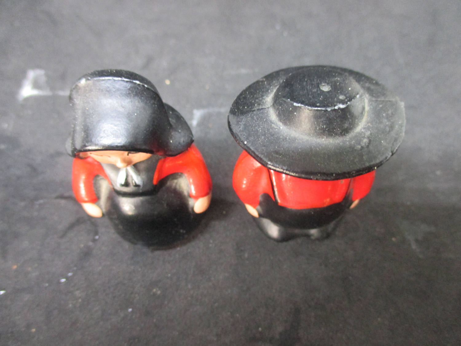 Cast Iron Amish Man and Woman Salt & Pepper Shakers decor collectible display tableware dinning kitchen farmhouse cottage