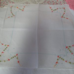 Fantastic Embroidered linen handkerchief floral pattern corners tiny flowers cotton collectible display cottage shabby chic