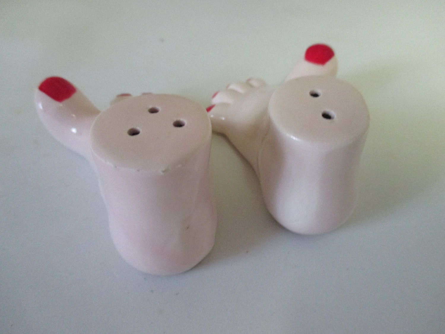 Mid Century Bare Feet Red Painted toe nails Salt and Pepper shakers cottage collectible display farmhouse country Kitchen Beach