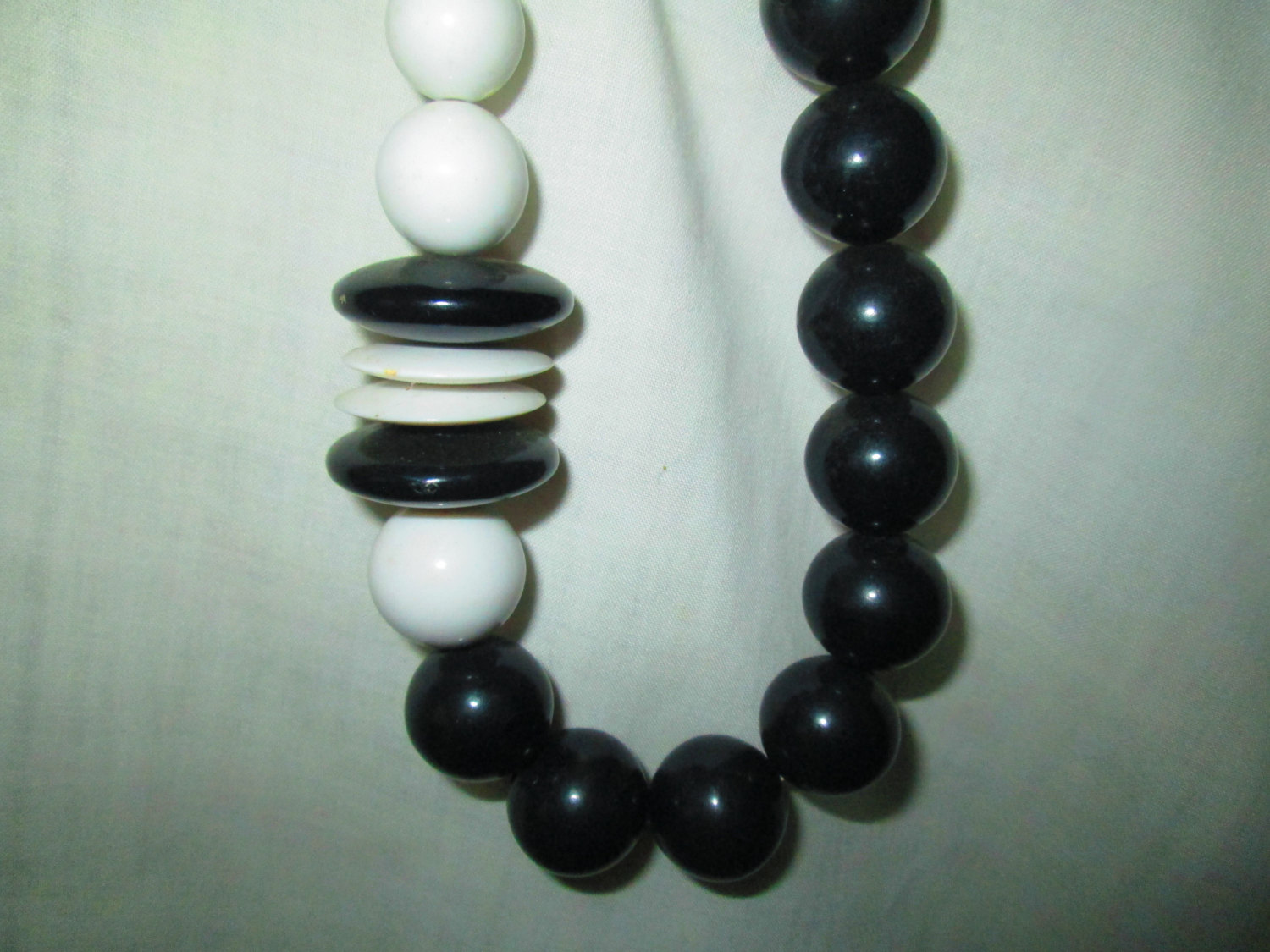 """Vintage Mid Century Black and White Bead Necklace Great Design Silver tone clasp 22"""" long"""