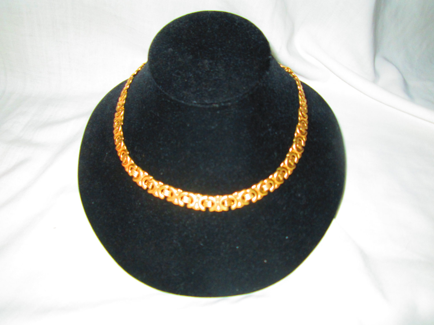 "Vintage Mid Century Link Gold Tone Necklace Great conidtion 16"" long"