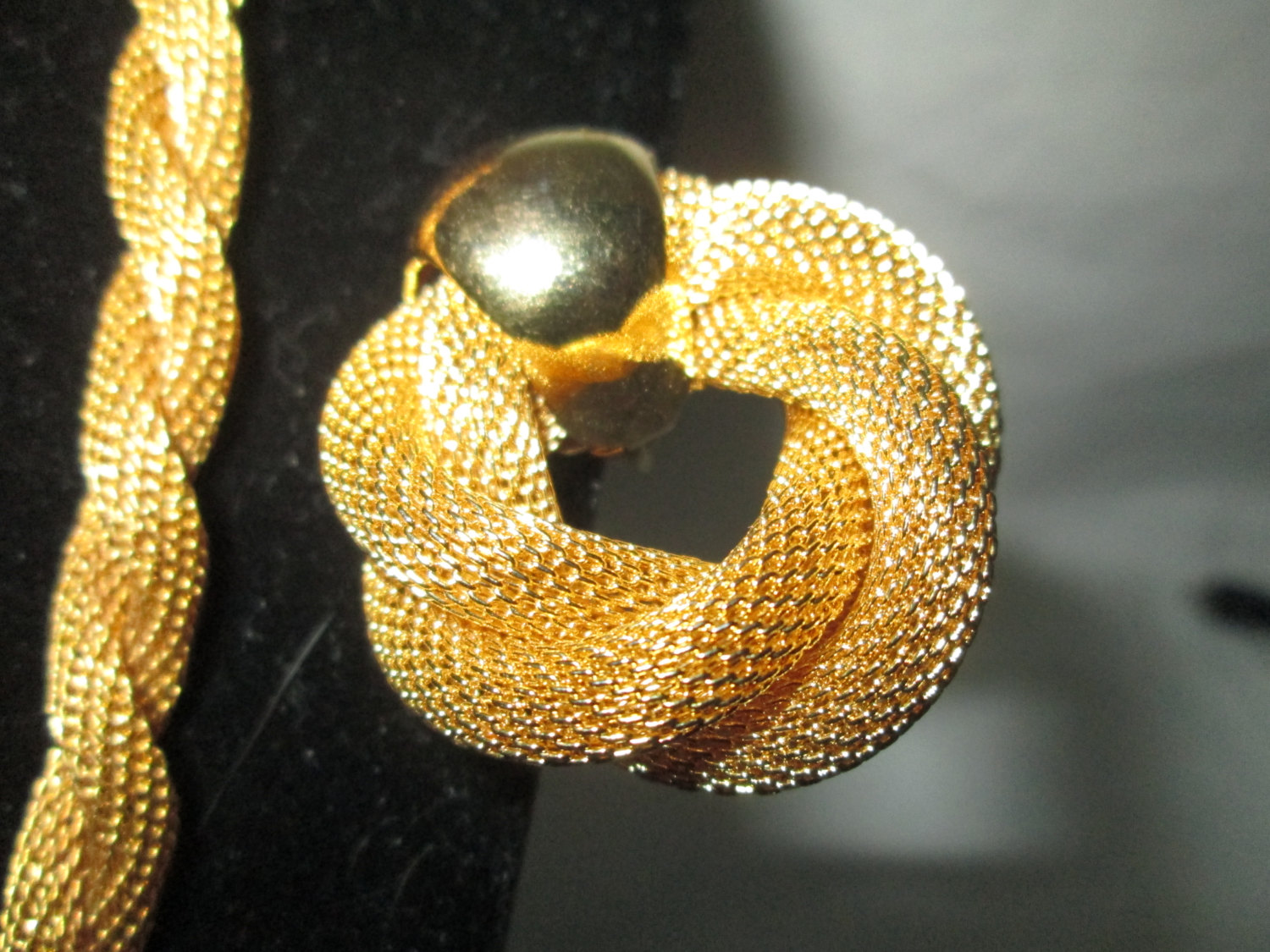 Vintage Stunning Gold Tone Mesh Necklace with Matching Clip Earrings