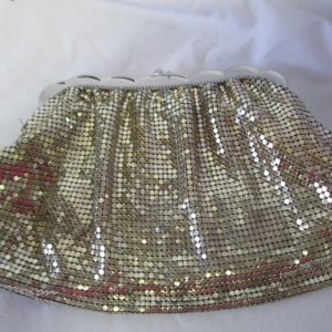 Vintage USA Whiting and Davis Silver Mesh bag purse eveing bag clutch Scalloped Closure with kiss clasp